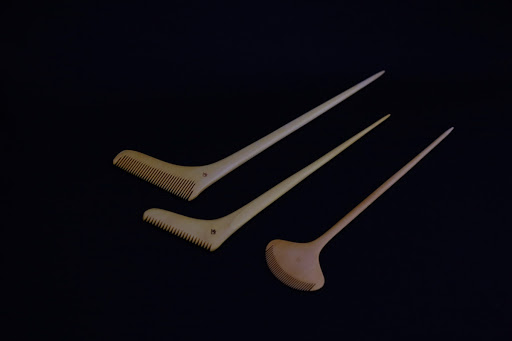 Naginata and Hamaguri combs