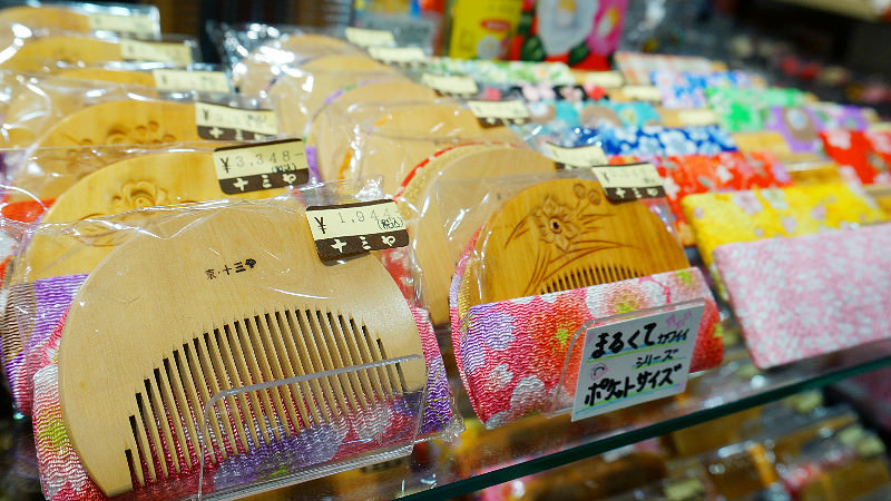 tsugegushi combs in kyoto