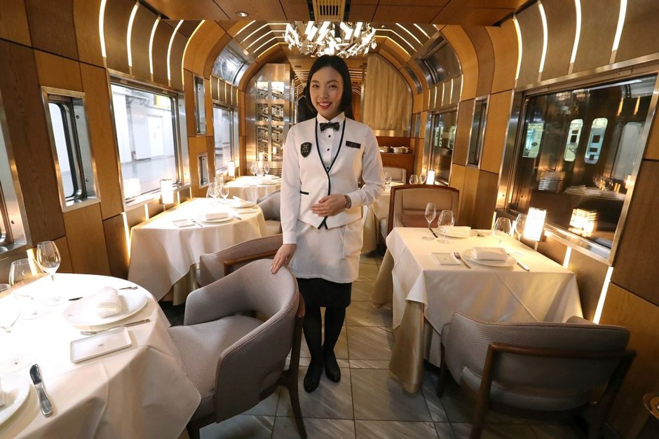 shimi-shika train japan