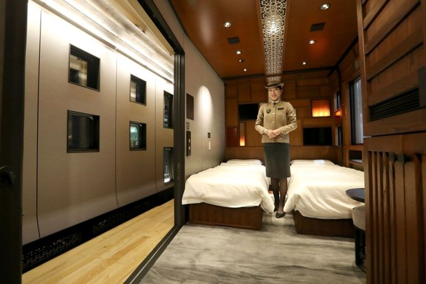 Japan luxury shimi Shika train hotel